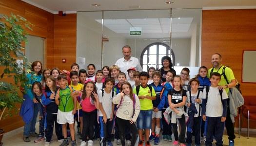 Els alumnes de l'escola Estel de Sant Guim de Freixenet visiten el Consell Comarcal.
