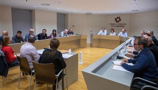La Sala de Plens del Consell Comarcal acull la primera sessió d'alcaldes i alcaldesses a càrrec de la nova Presidenta, Imma Secanell.