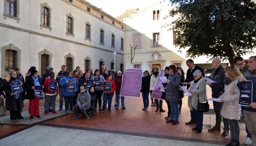 Les Conselleres Comarcals conjuntament amb el President al Consell Comarcal fan la lectura lectura del manifest unitari del Govern de la Generalitat per commemorar institucionalment la diada del 25 de Novembre per l'eradicació de la violència contra les dones.