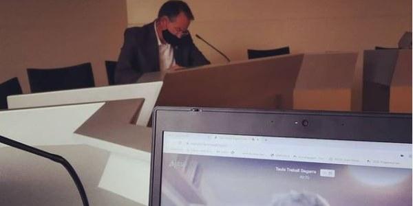 Imatge d'arxiu de la reunió del President del Consell Comarcal, Francesc Lluch, i el conseller comarcal de l'àrea, Josep Esquerra.  Imatges de difusió dels programes.