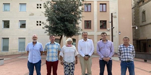 Els nous consellers acompanyats del President al Consell Comarcal, Paco Lluch.